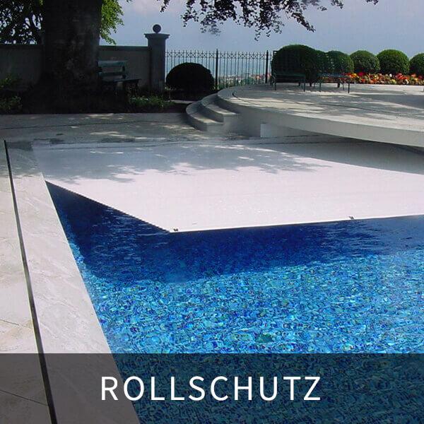 poolabdeckung aufschwimmend, pool mit grauem rollschutz tw. abgedeckt